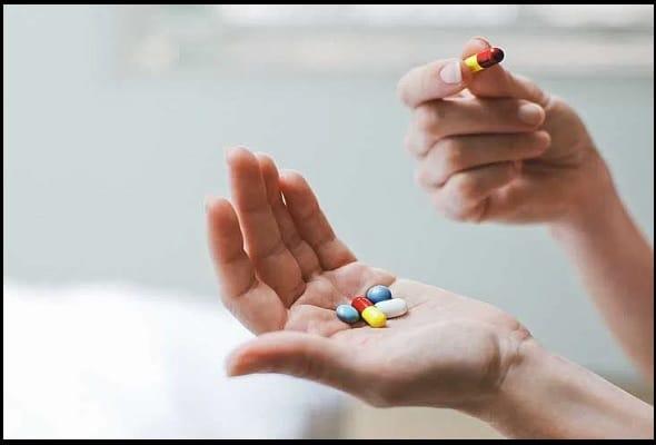 Crocin 500 MG Tablet का अन्य दवा और पदार्थो के सा